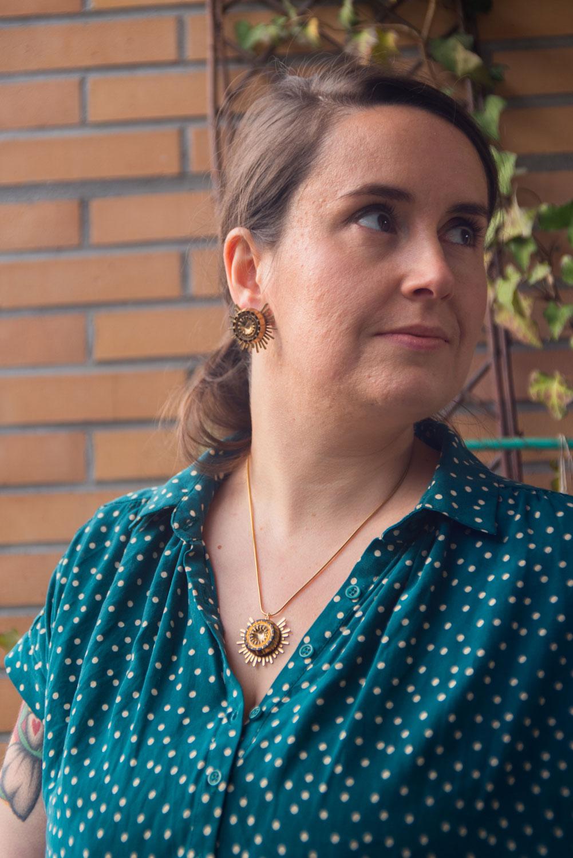 Assuna – Collier et boucles Solare Mathilde or – Collier et boucles d'oreilles bouton ancien sur estampe solaire