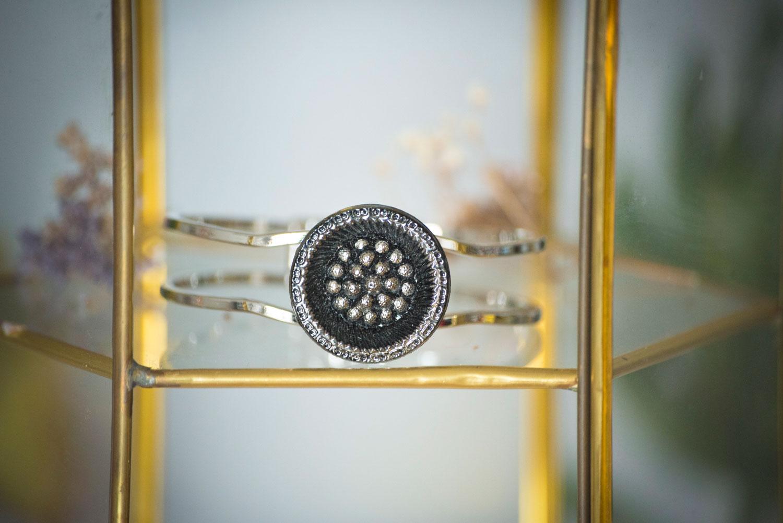 Assuna – Bracelet vintage Myrtille – bracelet rigide avec un bouton ancien