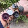 Assuna - bracelets boutons anciens divers - portés