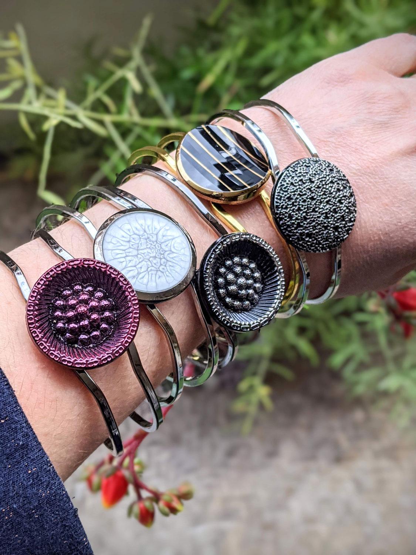 Assuna – bracelets boutons anciens divers – portés