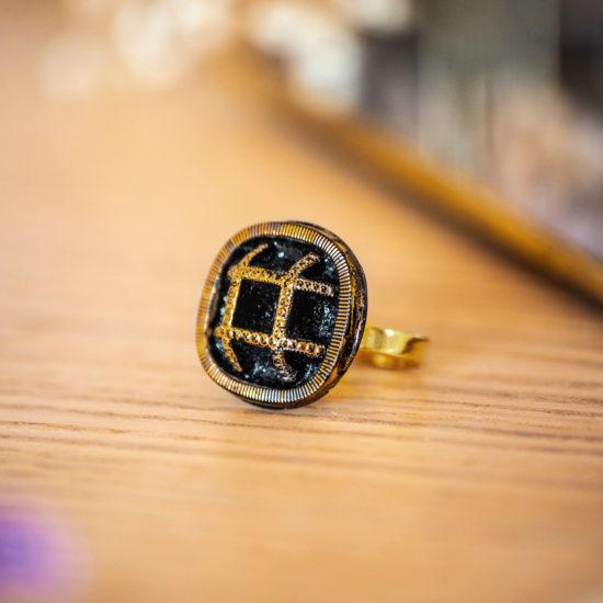 Assuna - Bague Paulette dorée - bouton ancien - inspiration vintage