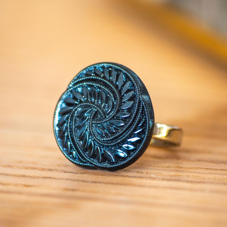 Assuna – zoom Bague Zelda bleue – Bague bouton ancien d'inspiration vintage