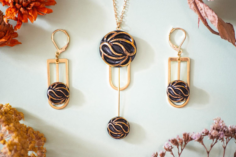 Assuna – Collier et boucles d'oreilles Ysée Andrée – bijoux léger géométrique bouton ancien inspiration vintage