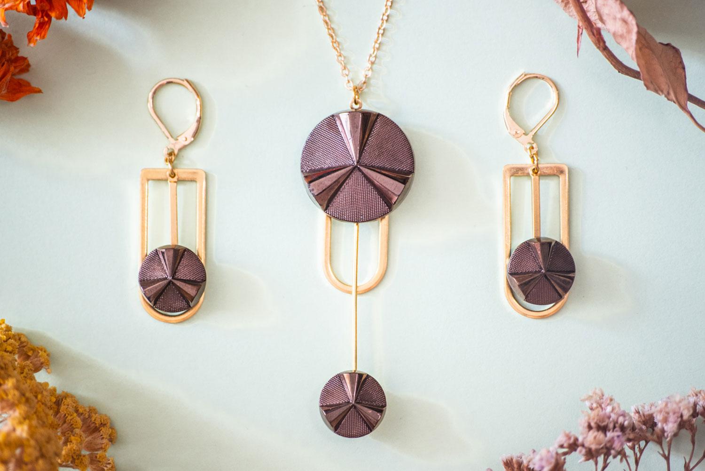 Assuna – Collier et boucles d'oreilles Ysée Angèle bronze – bijoux léger géométrique bouton ancien inspiration vintage –