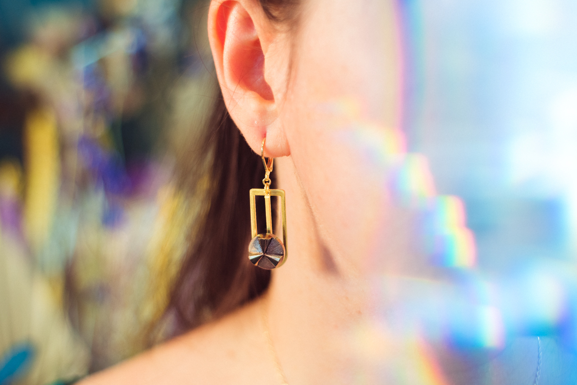Assuna – Boucles Ysée Angèle bronze – bijoux léger géométrique bouton ancien inspiration vintage – look