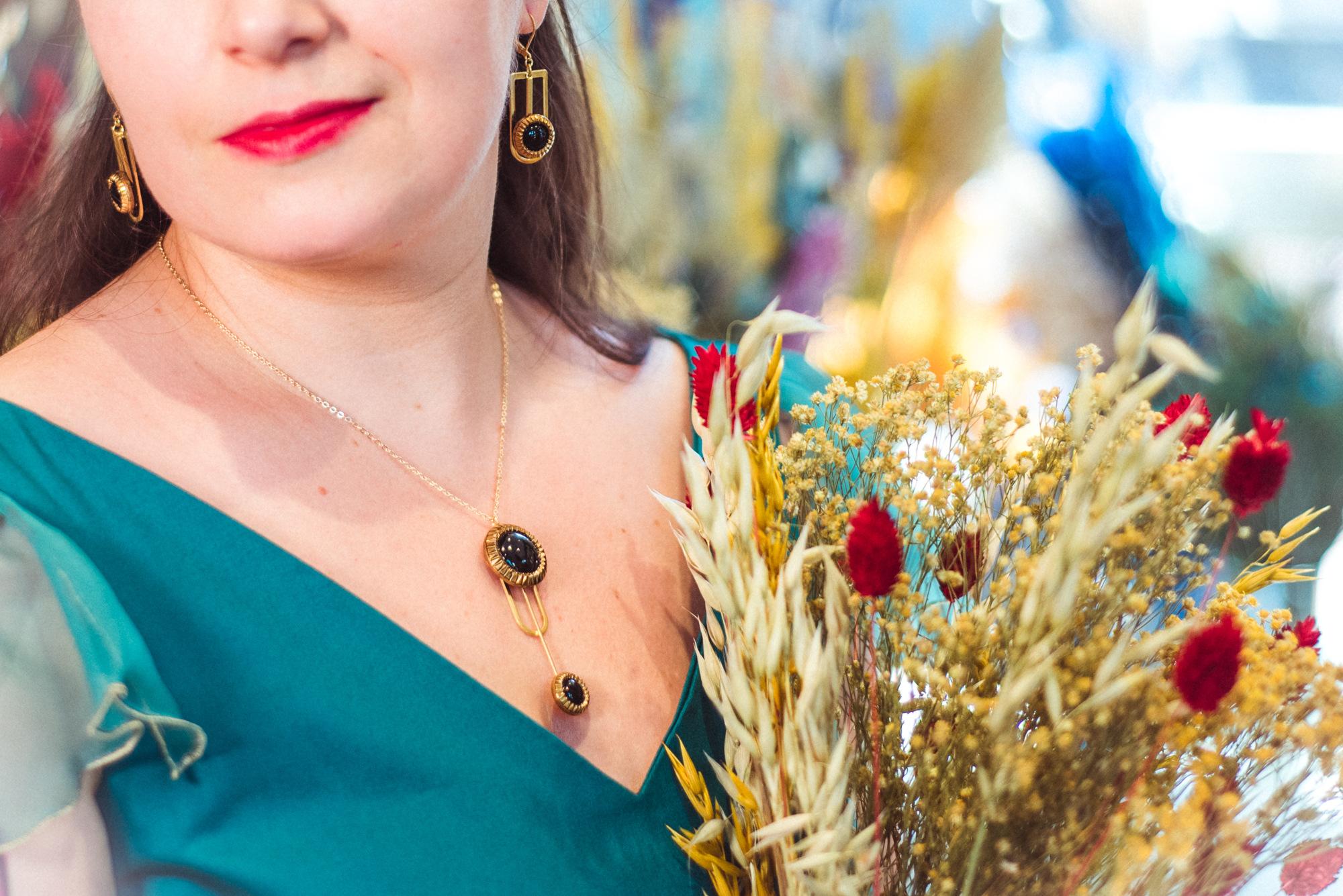 Assuna – Collier Ysée Eva – bijoux léger géométrique bouton ancien inspiration vintage – look